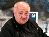 Шесть московских театров готовы принять Стуруа.