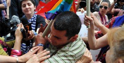 """""""Православные родители"""" напали на гей-парад. 27208.jpeg"""