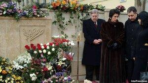 Саакашвили ответит за смерть Зураба Жвании?. Могила Зураба Жвании