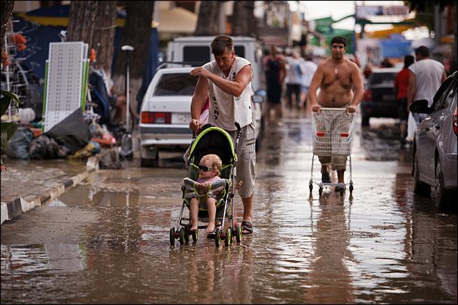 Крымску помогает и стар, и млад, и беден, и богат. 27661.jpeg