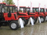 Грузинских крестьян  прокатили  на тракторах