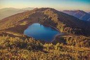 Озеро Хуко в переводе с адыгского языка означает  дельфин