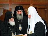Осень патриархов: кто греет руки на разладе?