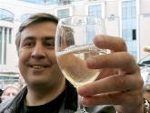 Именинник  Михаил Саакашвили принимает поздравления