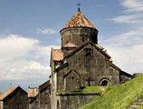 Между Арменией и Грузией стоит Церковь?